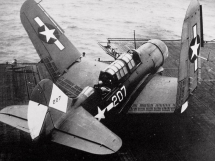 Curtiss SB2C-4 Helldiver - Squadron VB-83