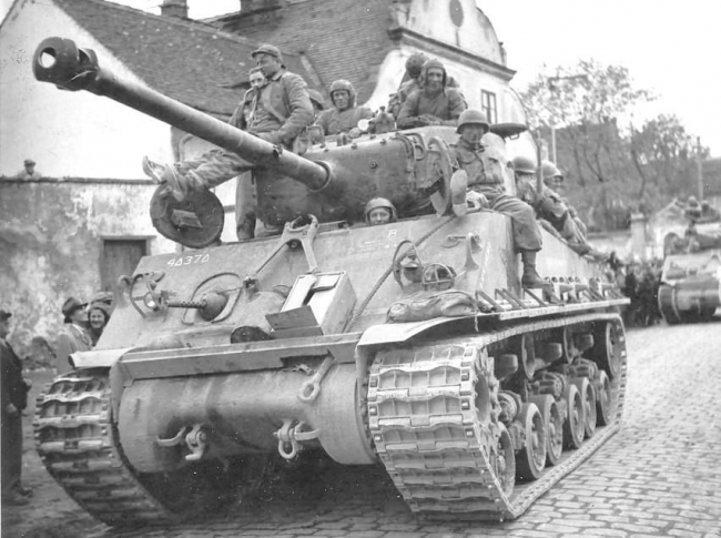 Carro medio M4A3E8 Sherman